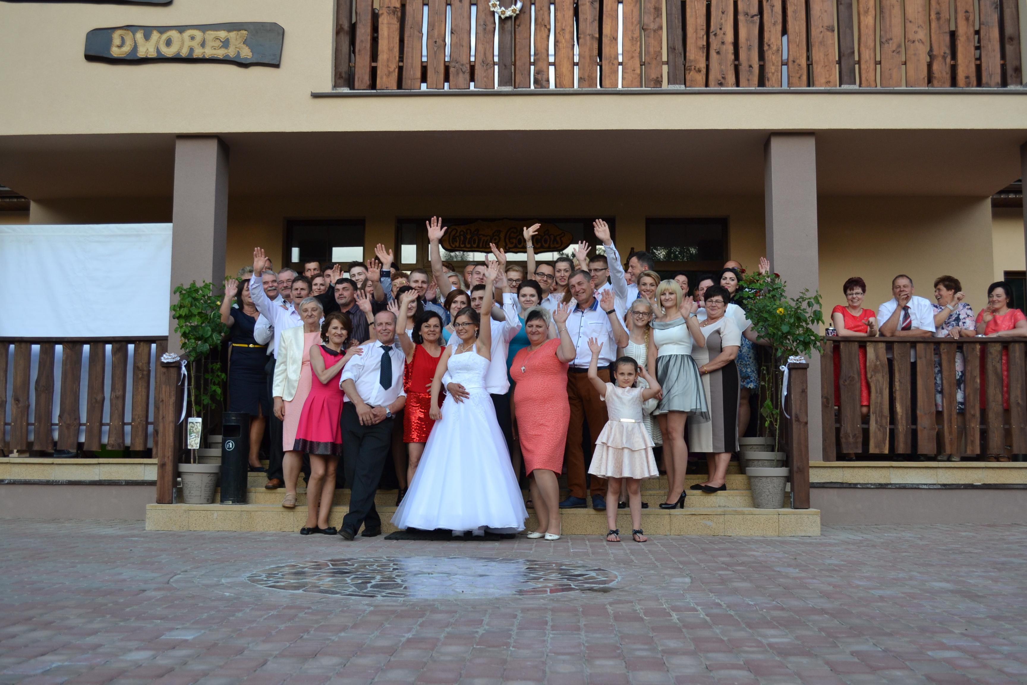 Goście weselni w Kamiennym Dworku