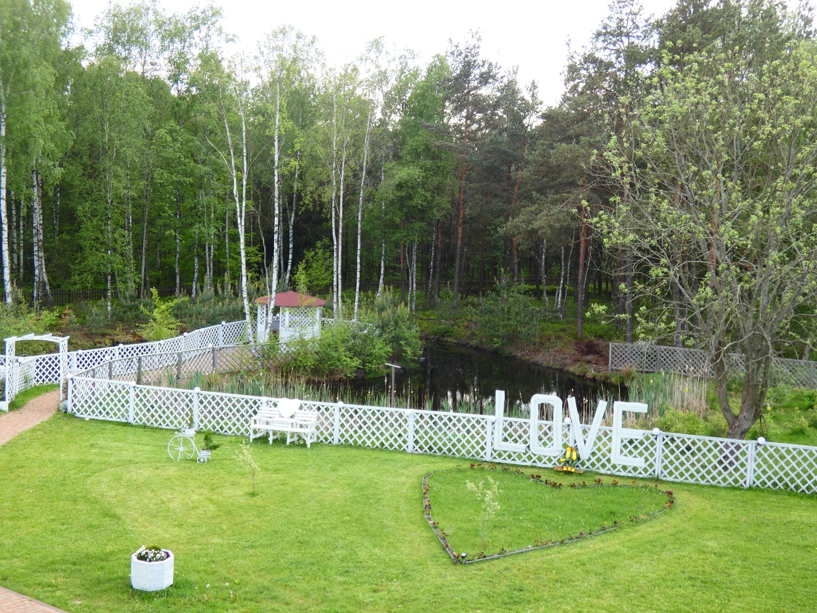 Sala z zewnątrz, ogród 4